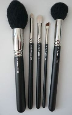 important-makeup-brushes